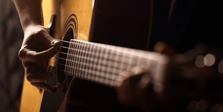 spille gitar