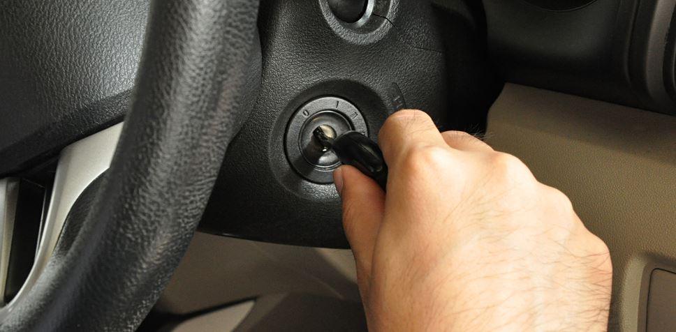 Hvordan nødstarte en bil
