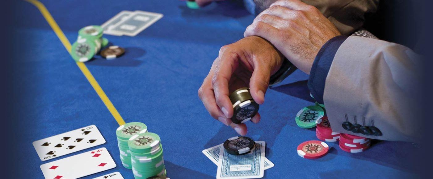 Poker spilles i en rekke ulike formater
